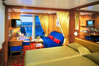 Mid-Ship Mini-Suite with Balcony on Norwegian Star