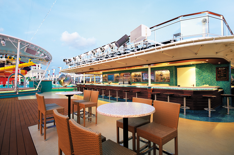 Waves Bar on Norwegian Epic