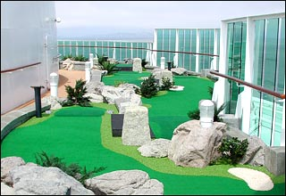 Dunes Mini Golf on Voyager of the Seas